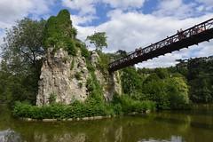 Le Parc des Buttes Chaumont (Eddie C3) Tags: parcdesbutteschaumont parisfrance vacationphotos urbanparks templedelasibylle
