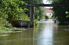 Sur le canal (RarOiseau) Tags: hautsdefrance saintomer clairmarais canal bateau barque pont passerelle eau reflet pasdecalais eu saariysqualitypictures
