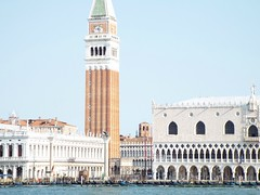 Llegando a Venecia (Karloz Silva) Tags: italia venecia venice venezia viaje turista vacaciones llegada mar sanmarcos plaza campanario campanile torre toweer