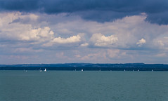 Sommer am Bodensee (maikepiel) Tags: lake see water wasser colours farben blue blau grün green turquoise türkis clouds wolken sky himmel boats boote segelboot sailing segeln bodensee constance germany