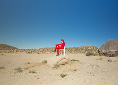 Mattiel (J Trav) Tags: mattiel whitesoftheireyes burgerrecords desert musicvideo red redsuit california joshuatree