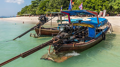Thai boats on Ko Rang Yai (Juergen Huettel Photography) Tags: jhuettel water sea asia thailand boats