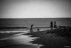 Untitled (.KiLTRo.) Tags: carpinteria california unitedstates kiltro playa monocromático mar rincon sea ocean water surfer people surf beach surfing bw monochrome sand sky