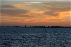 Fin de journée au large de Gâvres et de Larmor-Plage (Bretagne, Morbihan, France) (bobroy20) Tags: larmorplage morbihan océan mer littoral lorient gâvres soleil soirée eau