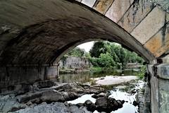 Bajo el puente (ameliapardo) Tags: puentedepiedra cangasdeonis asturias españa puente rio agua piedras naturaleza airelibre fujixt1