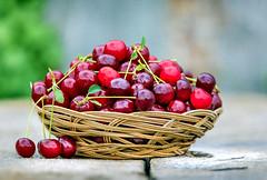 Anglų lietuvių žodynas. Žodis cherry red reiškia vyšnių raudona lietuviškai.