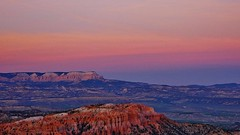 Sunset In Bryce Canyon National Park II (Susan Roehl) Tags: nationalparkstour2017 brycecanyonnationalpark paunsauguntplateau sunset ridge outdoors sky colorful sueroehl panasonic lumixdmcgh4 35x100mmlens handheld eastward