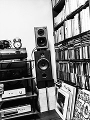 (takashi ogino) Tags: ipod ipodtouch digital bw monochrome blackandwhite room