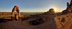 Delicate Arch - Sunset Panorama - Arches National Park (W_von_S) Tags: delicatearch archesnationalpark nationalpark sunset sun sonne sonnenuntergang panorama landschaft landscape paysage paesaggio natur nature sonnenstern sunburst light licht rocks felsen mountains berge wvons werner sony outdoor june juni 2017 southwest südwesten utah usa us america amerika