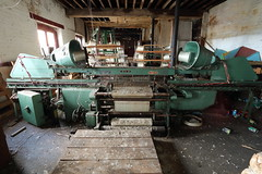 Abandoned Textile Factory (scrappy nw) Tags: abandoned scrappynw scrappy canon canon750d derelict decay forgotten urbex ue urbanexploration urbanexploring uk england abandonedtextilefactory textiles factory machines singersewingmachine bobbins