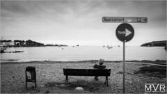 Esparcimiento (Cadaqués. Spain) (M. Villanueva Photography) Tags: spain blancoynegro blackandwhite seat sea signs beach