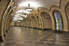 """Metro, Moscú. Estación """"Novoslobodskaya"""". (svet.llum) Tags: moscú metro estación arquitectura rusia interior"""