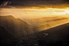 Looking in the Valley (colour version)... (Ody on the mount) Tags: abendlicht anlässe berge dolomiten em5 filmkorn fototour italien lichtstimmung lichtstrahlen mzuiko1250 omd olympus südtirol urlaub