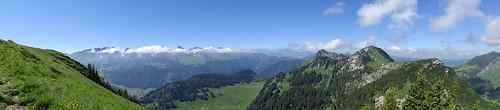 Panorama mit Churfirsten und Neuenalpspitz