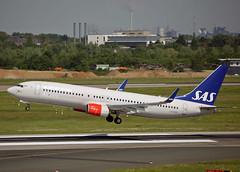 LN-RGE Boeing 737-86N SAS (Keith B Pics) Tags: lnrge boeing eddf dusseldorf sas 737 keithbpics scandinavianairlinessystem b737800
