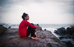 Anahí en el Cabo de Santa María - La Paloma (UY) ([twitter - Instagram] @rodri555) Tags: analog film 35mm canon ftb fd kodakfilm kodal ultramax 400 uruguay sea mar lapaloma