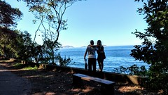 não falta nada (luyunes) Tags: pistaclaudiocoutinho riodejaneiro azul horizonte mar praiavermelha motoz luciayunes dois paisagem