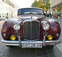 Jaguar MK VIII 1956 – 1958 (Colorado Sands) Tags: car vehicle jaguar sandraleidholdt budapest hungary europe buda grill front vintage markviii ot2829 automobile