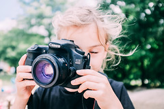 Johanna (tonyhoertrauschen) Tags: canon 60d photo kinder child portrait schule germany girl fujix100t fujifilm fotografie sommer sun bokeh cam foto photografie kids smile 35mm play sweet kamera children color cool