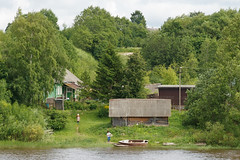Oldstyle riverside (Suicidal_zombie) Tags: russia russie russland village country countryside river riverside water waterscape landscape wooden house tree boat woman candid oldstyle