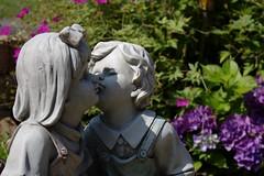 Garden kitsch (dididumm) Tags: garden flowers summer sunshine decorations kitsch deko dekoration sommer sonnenschein blumen garten kiss kuss