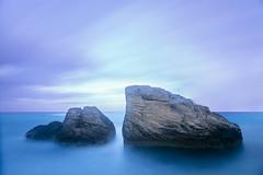 Solas (Juan Sastre) Tags: mediterraneo agua mar azul canon mallorca costa roca nube litoral minimal orillademar airelibre color cielo puestadesol