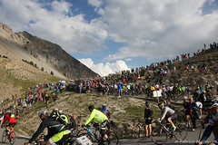IMG_1694-165 (Fabrizio Malisan Photography @fabulouSport) Tags: fans spectators briancon ciclismo coldizoard cycling fmphotoscouk fabriziomalisanphotography izoard tdf17 tourdefrance tourdefrance2017 france warrenbarguil chrisfroome barguil froome aru fabioaru sky teamsky sunweb team landscape frenchalps velo cyclisme hautesalpes procycling cyclingphotography cyclingphotographer cicloturismo tour touring travel bike biking bikers ride riding rider riders paysage paysages paesaggio paesaggi mountain mountains alps alpes alpi alpine stage stage18 tourdefrance2017images tourdefrance2017photos tourisme turismo tourism caravane la lacaravane lacaravanedutourdefrance skoda carrefour pois maillotapois