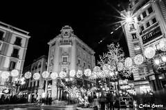 Navidad en Puerta Real - Granada - BYN (Celia_Huete) Tags: blancoynegro byn blackandwhite bw granada navidad españa spain christmas light night noche luces star estrella people personas street calle shopping tiendas compras sony sonya77 a77