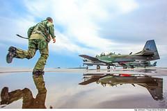 Alerta na Operação Óstium (Força Aérea Brasileira - Página Oficial) Tags: 2017 a29supertucano aeronave brazilianairforce cascavelpr defesaaérea embraera29bsupertucano embraeremb314 embraera29supertucano fab forcaaereabrasileira fotojohnsonbarros piloto acionamento acionamentodoalerta alerta correndo 170326joh0958johnsonbarrosps paraná brazil running aircraft airplande água water clouds nuvens rainy