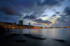 黄昏後風雲變色    Clouds gathering momentarily after sunset (C. Alice) Tags: evening dusk harbour seacoast sky seashore sunset reflection city color sea light night blue shadow cloud beach 2017 hongkong summer canonef24105mmf4lisusm canoneos6d eos6d canon 24105mm