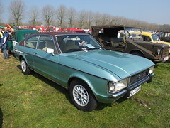 Ford Granada I Coupé 2.6 L Ghia 1976 (Zappadong) Tags: ford granada i coupé 26 l ghia 1976 haltern 2017 zappadong oldtimer youngtimer auto automobile automobil car coche voiture classic classics oldie oldtimertreffen carshow