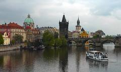 Prag, boat trip (duqueıros) Tags: prag prague praha tschechien tschechischerepublik českárepublika city stadt altstadt fluss river brücke bridge karlůvmost karlsbrücke duqueiros