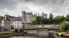 Ireland - Kilkenny - Castle and Nore river (Marcial Bernabeu) Tags: marcial bernabeu bernabéu irlanda ireland kilkenny bridge puente rio río river nore castle castillo view cloud nube marc