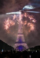 Feu d'artifice du 14 juillet 2017 depuis le champ de Mars à Paris, devant la Tour Eiffel, Bastille day 2017 (y.caradec) Tags: 071417 14juillet2017 140717 2017 davidproteau paris ruggieri artifice bastille bastilleday champ champdemars day dmcgx7 eiffel eiffeltower europe feu feudartifice feux firework france fête fêtenationale g7 groupeetiennelacroix gx7 juillet lesfeuxruggieri light lumix lumixgx7 lumière nationale pyrotechnique pyrothecnie show summer tour toureiffel tower été îledefrance
