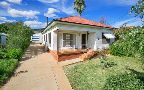 15 Hyman St, Tamworth NSW 2340