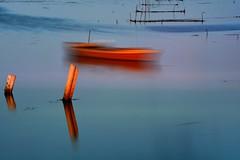 LARGA EXPOSICION (6toros6) Tags: alfredo aficionados azul agua ampolla aves sombras d7100 delta flickr12days juego nikon luz lampolla lago naturaleza paisaje reflejos mar barco barcas color