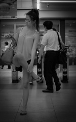 Crane stance (Bill Morgan) Tags: fujifilm fuji x100f bw jpeg street kichijoji tokyo girl