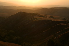 Le Balze di Volterra (sunset in the mist) (LaDani74) Tags: sigma1750 canoneos760d tuscan italy hills mist tuscany countryside volterra balze balzedivolterra summer sunset naturescape landscape