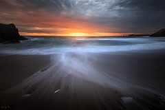 Port Bara (Tony N.) Tags: france bretagne morbihan quiberon portbara beach plage sunset coucherdesoleil evening soir vague vagues waves sky ciel orange nikon d810 vanguard nd64