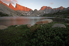 Alpenglow on East Temple and Temple from Deep Lake (kyleddsn) Tags: windriverrangewyoming summer hiking backpacking deeplake