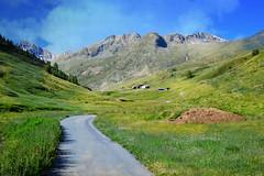 quiete (C-Smooth) Tags: rurale paesaggio vista panorama montagna valtellina italia valle pascoli