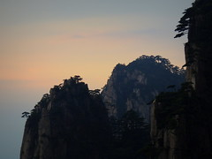 Mountain peaks silhouette at sunrise - Huanghan, China (Germán Vogel) Tags: asia eastasia china travel traveldestinations traveltourism tourism touristattraction landmark holidaydestination famousplace anhuiprovince mountain mountainpeak mountainrange yellowmountain huangshan sunrise nature silhouette peaceful tranquility serene relaxing outdoor