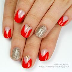 triangle_manicure (-Yue) Tags: nails nail nailart triangle manicure red polish holo holographic chinaglaze kynnet