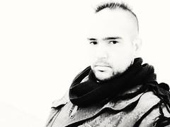Auto retrato (josespektrumphotography) Tags: josespektrumphotography joseluisg josespektrummusic foto autoretrato blancoynegro modelo hombre