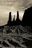 _Q9A4816 (gaujourfrancoise) Tags: unitedstates etatsunis monumentvalley arizona utah navajonation navajopark réservedesnavajos indiens monoliths monolithes westerns coloradoplateau plateauducolorado blackwhite bw noiretblanc nb gaujour