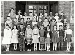 Mrs. Fint's Second Grade Class at the Manigotapi Montessori MKUltra School (Studio d'Xavier) Tags: werehere oldschoolphotos themanigotapimontessorimkultraschool mrsflint montessorieducation projectmkultra manigotapi 365 july222017 203365