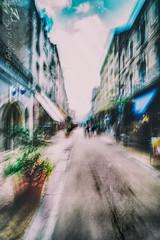 The habit of Being (Fabrice Le Coq) Tags: street rue couleur flou blur bougé vert rouge bleu batiment fabricelecoq