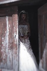 IMG_7563 (m.acqualeni) Tags: manu manuel photo photography belle jolie fille femme robe de mariée blanche sang rouge blood red forêt foreste dark gothique mort dead pleine blonde alternatif alternative décalé sombre blanc dress white zombie walk girl undead