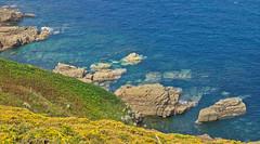 Steil / Steep (schreibtnix on 'n off) Tags: reisen travelling europa europe frankreich france bretagne brittany breizh capfréhel meer sea küste coast klippen cliffs olympuse5 schreibtnix