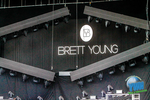 Brett Young fan photo